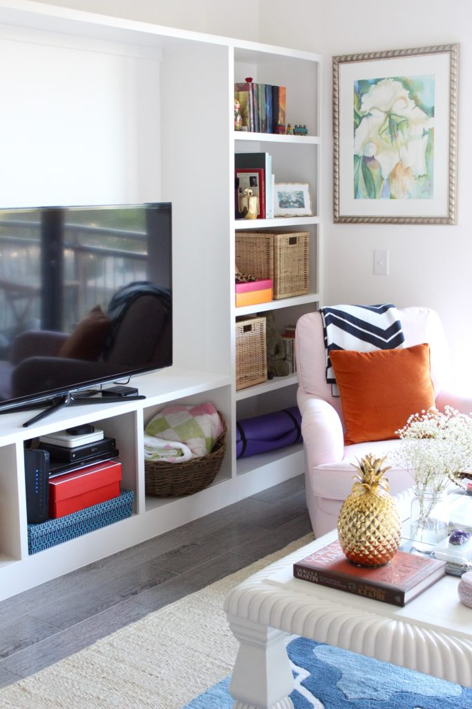 The #PinkChairPalace Living Room Tour, girly living room, preppy living room, apartment living