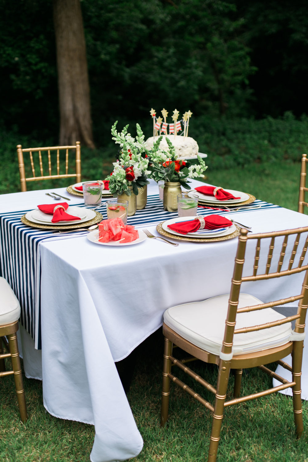 Memorial Day Party Ideas MDW Table, Red White and Blue