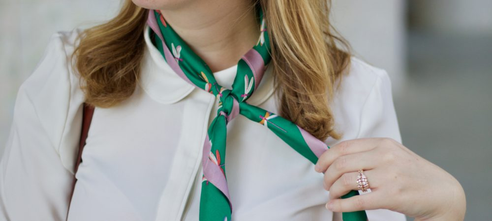 How to Wear a Neck Scarf for Spring