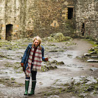 What to Wear in Edinburgh Scotland, what to pack for a trip to Edinburgh