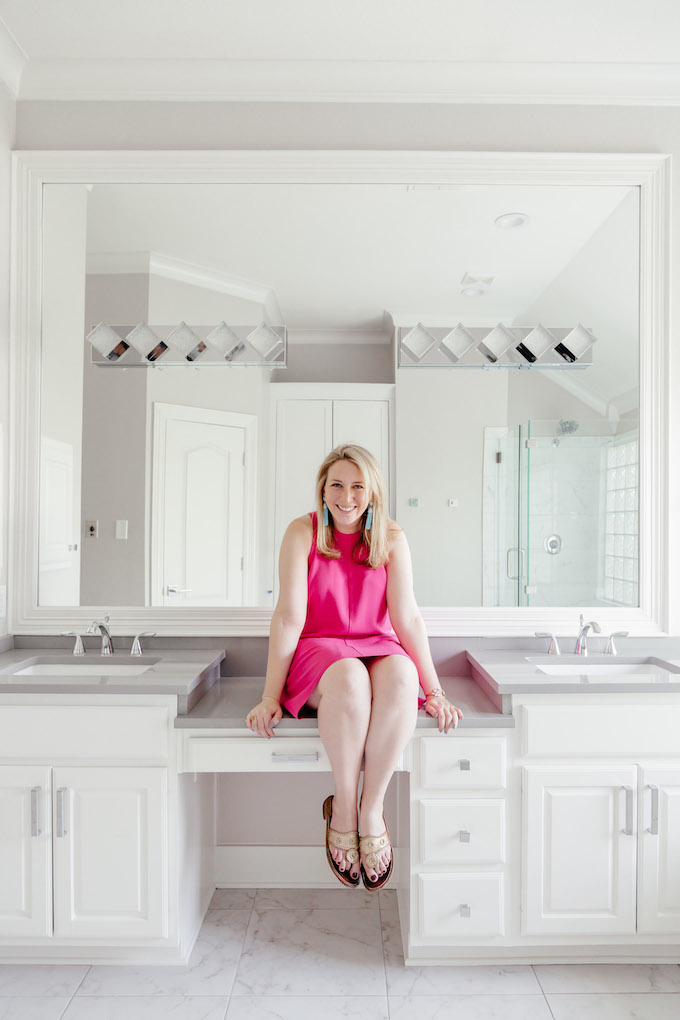 How to Take a Cute Photo in Front of Mirrors, Light and Bright Bathroom Design