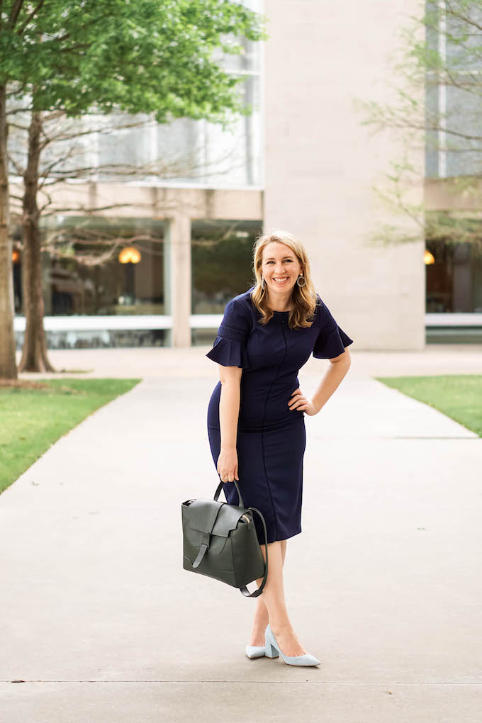 Best Mirrorless Camera for Travel Bloggers | Work Dresses Under $150 | Maggy London Dress | Navy Midi Dress