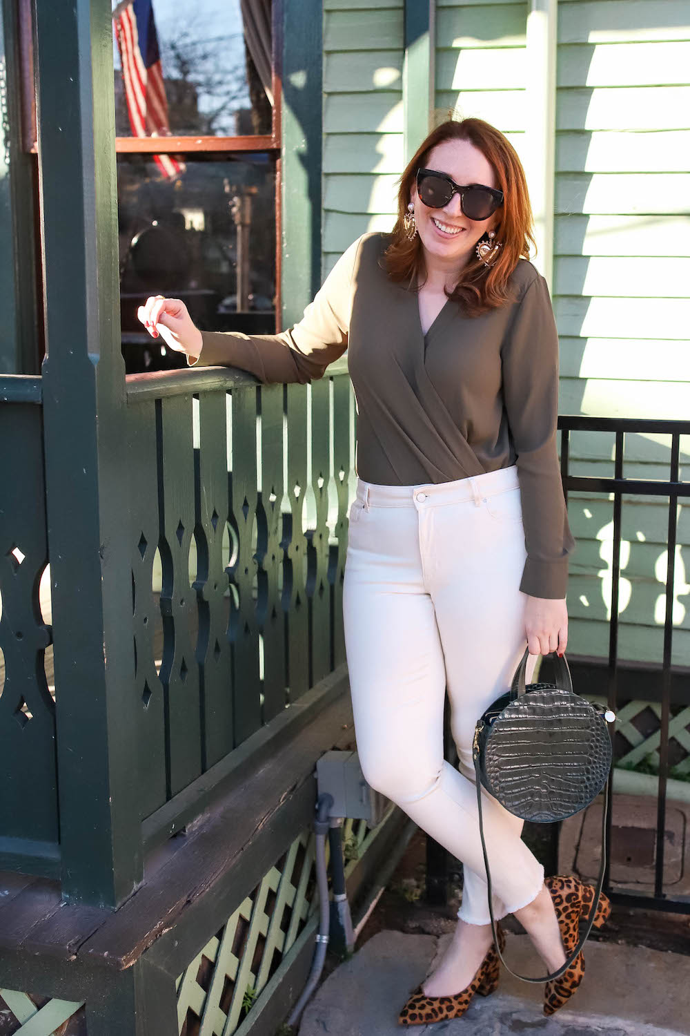 What to Wear on a Casual First Date | Spring Outfit Inspiration #springoutfit #firstdate #whitepants #bodysuit #dallas