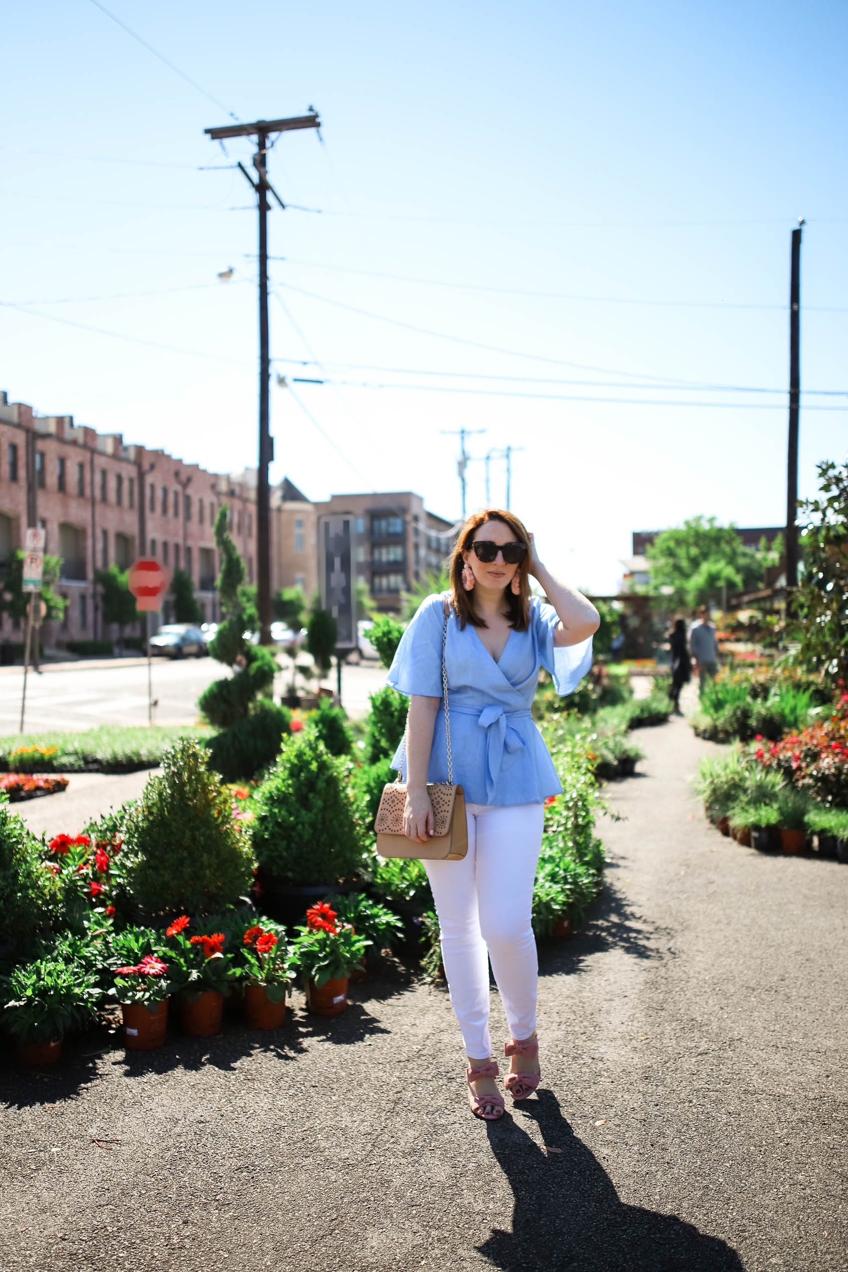 How to Wear White Jeans this Summer | Style White Denim Outfit via Glitter & Spice #outfit #style #denim