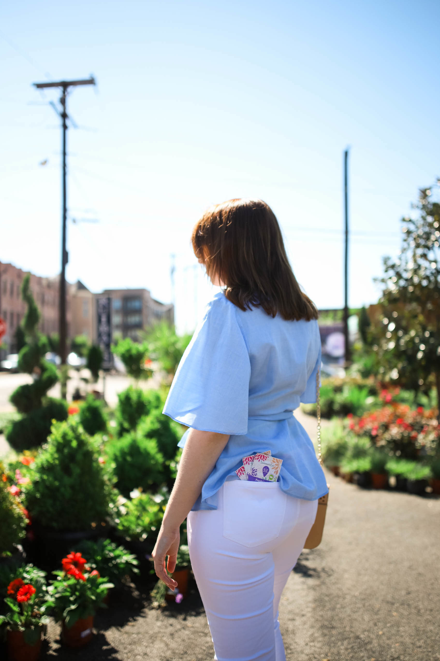 White Jeans Outfit | Summer's Eve FreshCycle in In-Flight Toiletry Bag via Glitter & Spice