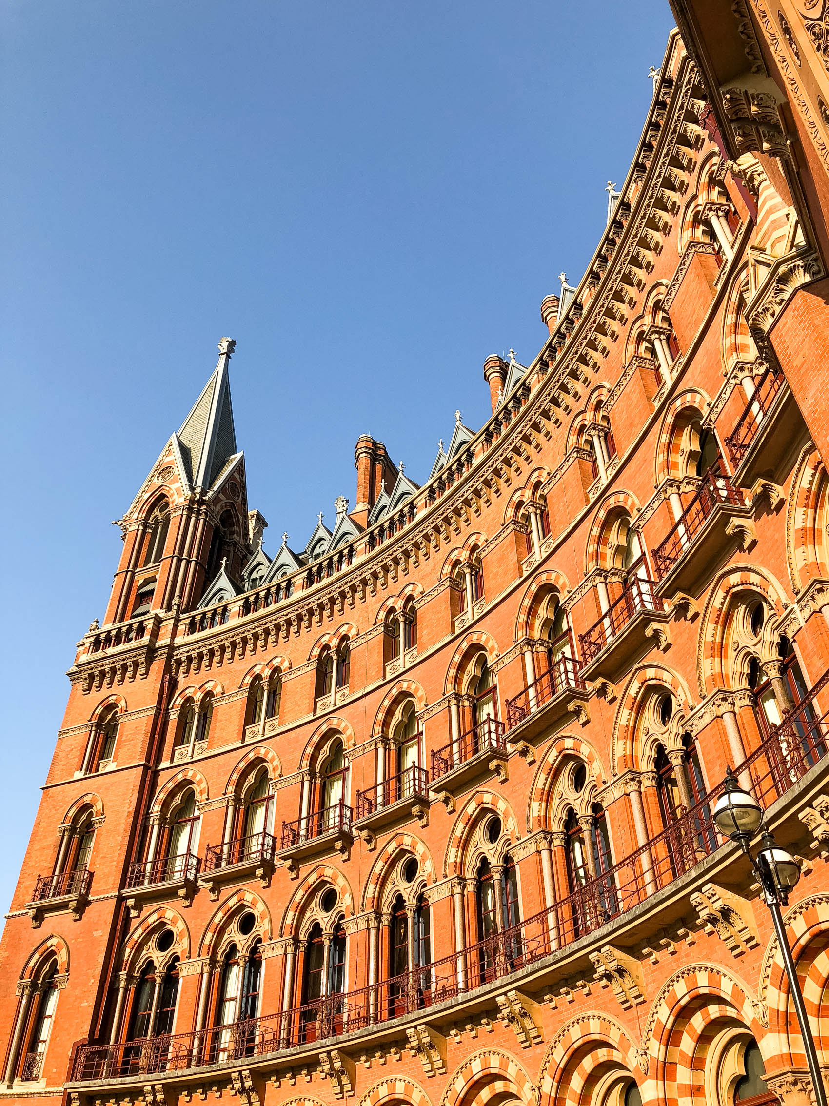 St Pancras Renaissance Hotel London | The best hotels in London | The best places to stay in London | Harry Potter filming locations in London | Spice Girls Wannabe music video location | London Travel Guide