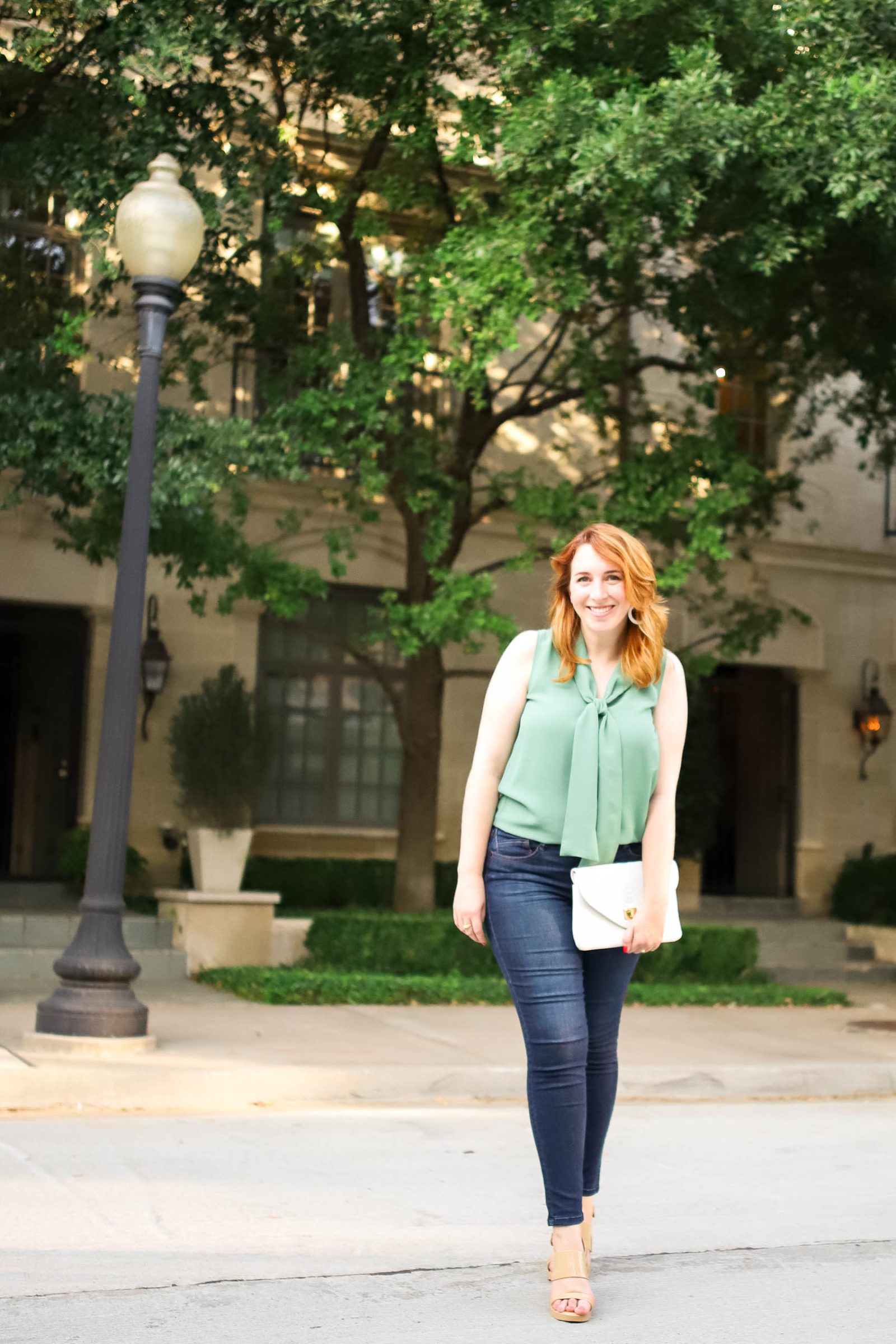Amanda Kushner of lifestyle blog, Glitter & Spice shares her Weeknight Self Care Routine | Cute outfits for redheads to wear on dates | What to wear on a weeknight date