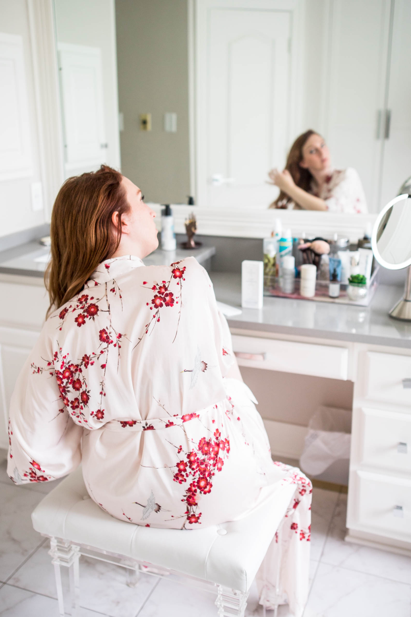 Blogger shares must-have items for healthy and shiny dyed red hair